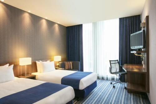 A bed or beds in a room at Holiday Inn Express Amsterdam Arena Towers, an IHG Hotel