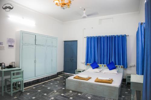 Cama o camas de una habitación en Moustache Varanasi