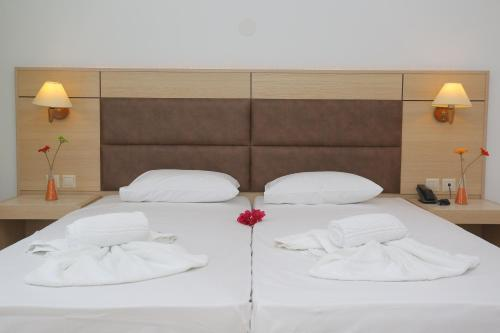 A bed or beds in a room at Hilltop