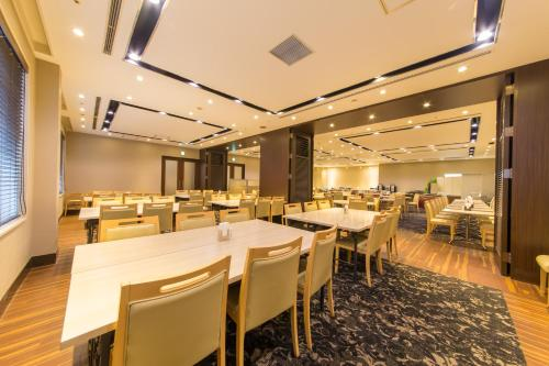 A restaurant or other place to eat at Hotel IL Cuore Namba