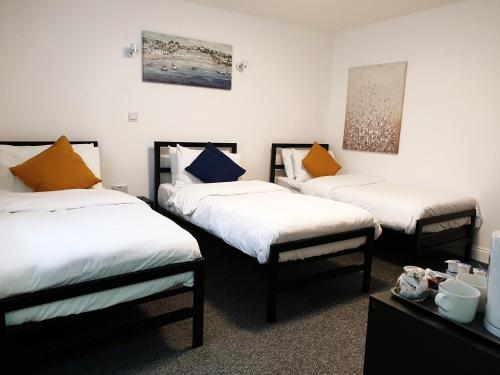 A bed or beds in a room at Wanstead Hotel