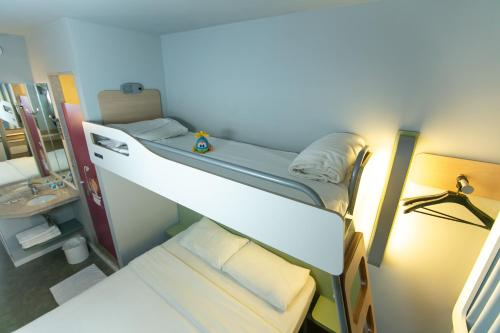 A bunk bed or bunk beds in a room at ibis budget RJ Copacabana