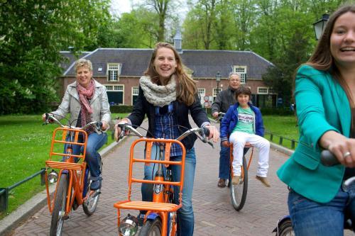 Een gezin dat verblijft bij Stayokay Hostel Utrecht - Bunnik