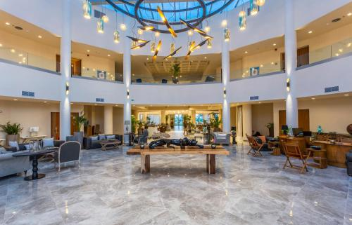 A restaurant or other place to eat at Elysian Luxury Hotel and Spa