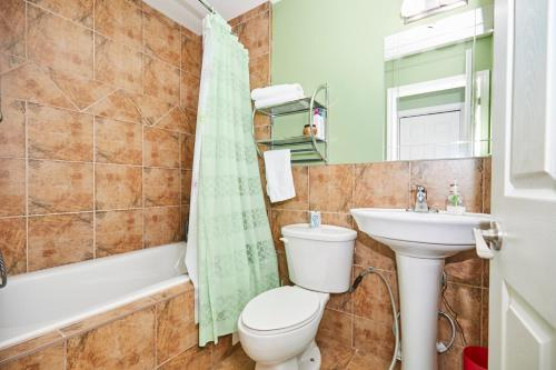 A bathroom at Two Rivers Bed and Breakfast