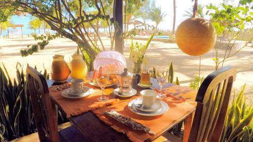 A restaurant or other place to eat at Pousada Recanto da Praia