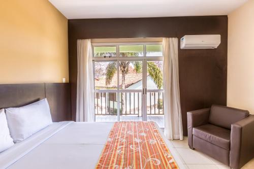 A bed or beds in a room at Tauá Hotel & Convention Caeté