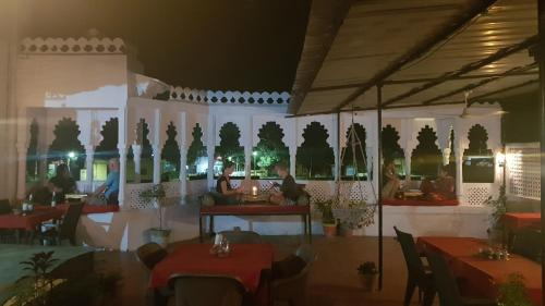 A restaurant or other place to eat at Hotel Bundi House