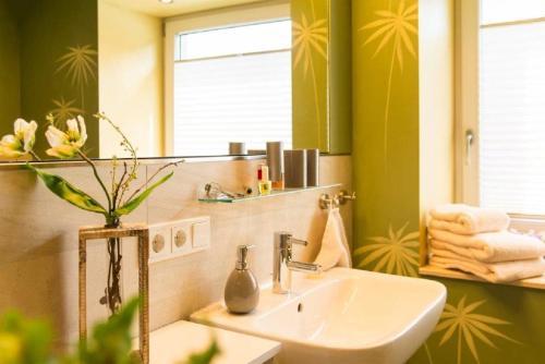 "A bathroom at Villa Winterberg ""Panorama Lodge"""