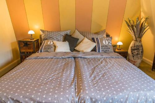 """A bed or beds in a room at Villa Winterberg """"Panorama Lodge"""""""