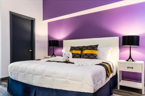 A bed or beds in a room at Commodore Suites