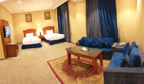 Uma área de estar em Qasr Al Khalij Hotel