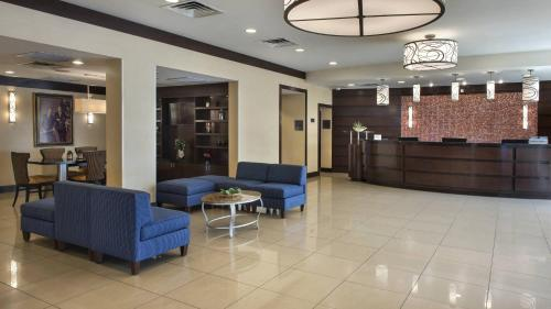 The lobby or reception area at Marriott Saddle Brook