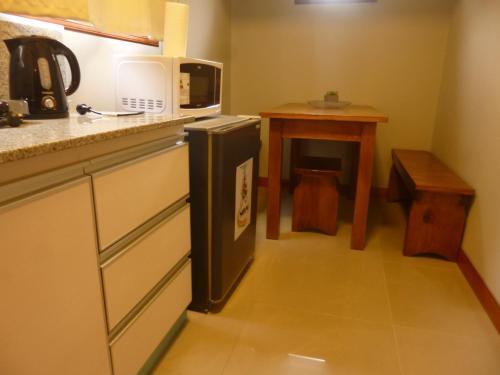 Una cocina o kitchenette en Garden House Hotel