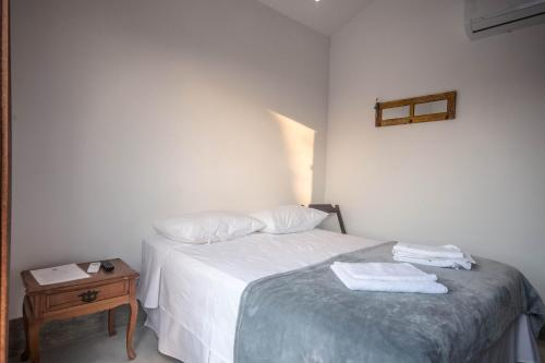 A bed or beds in a room at Casa Flor Paquetá