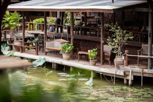 The swimming pool at or near Ayutthaya retreat