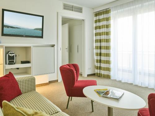 A seating area at Werzer's Hotel Resort Pörtschach