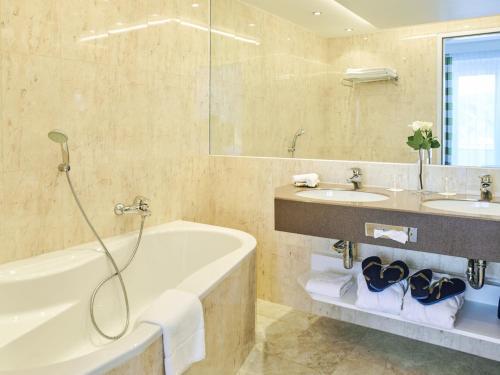 A bathroom at Werzer's Hotel Resort Pörtschach