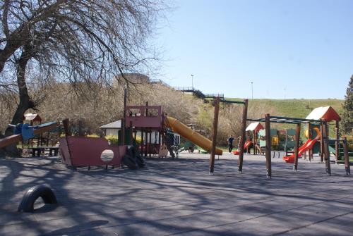 Children's play area at El Puente Aparts