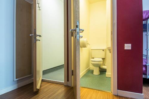 Salle de bains dans l'établissement a&o Edinburgh City