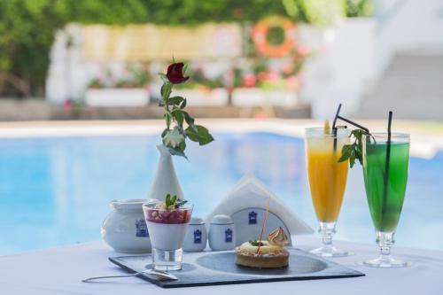 Drinks at El Minzah Hotel