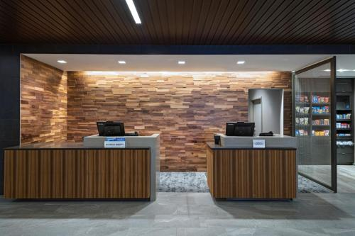 The lobby or reception area at Courtyard St. Louis Brentwood
