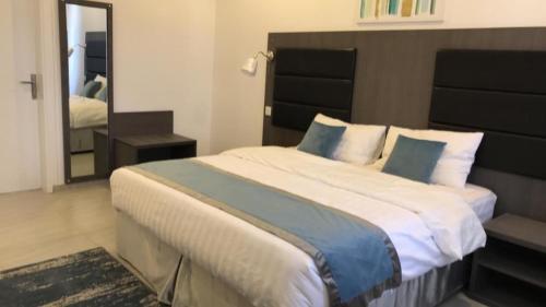Cama ou camas em um quarto em Rawaat Ghaym