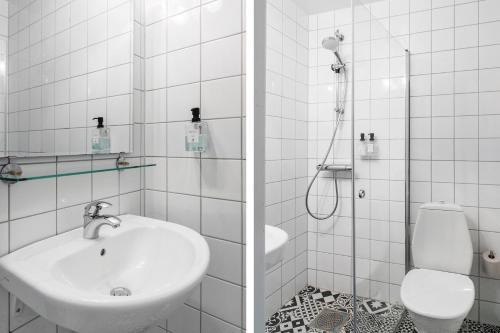 Ett badrum på Nautic Hotell