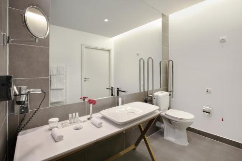 Salle de bains dans l'établissement Crowne Plaza Berlin - Potsdamer Platz, an IHG Hotel