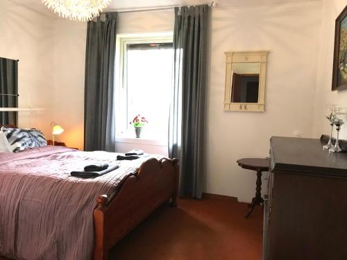 En eller flere senger på et rom på 7 Mountains Apt #1