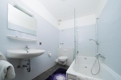 A bathroom at Hotel Emshof