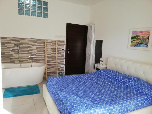 A bed or beds in a room at B&B Suite Vela Bianca