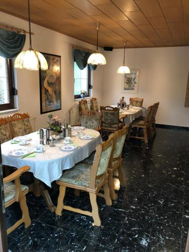A restaurant or other place to eat at Hotel garni Gerisch
