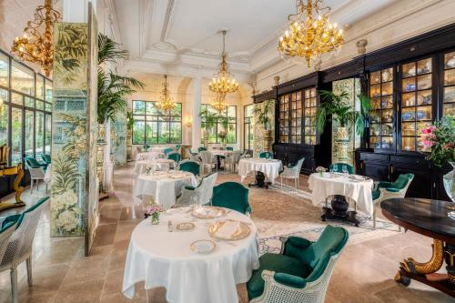 A restaurant or other place to eat at Villa Saint-Ange