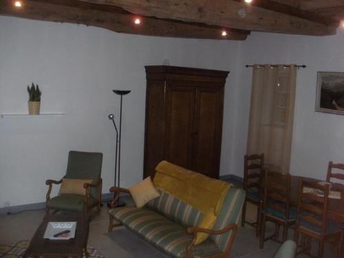 Coin salon dans l'établissement grange dans ancien corps de ferme