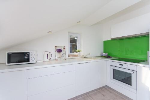 A kitchen or kitchenette at Apartment Lavender