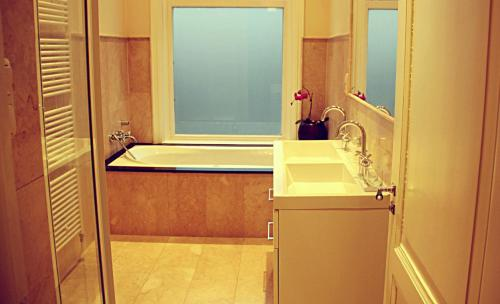 A bathroom at Maison Indochine