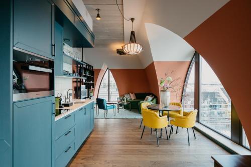 Een keuken of kitchenette bij Hotel BOAT & CO