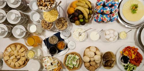 Breakfast options available to guests at Amicus Hotel