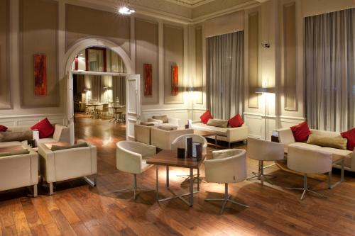 The lounge or bar area at The Met Hotel Leeds