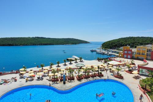 Výhľad na bazén v ubytovaní Resort del Mar alebo v jeho blízkosti