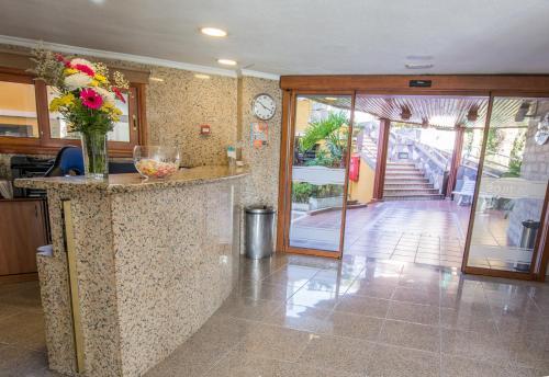 De lobby of receptie bij Apartamentos Los Tilos