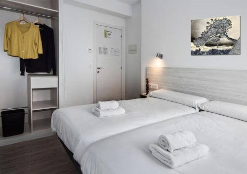 Cama o camas de una habitación en Hostal Lar