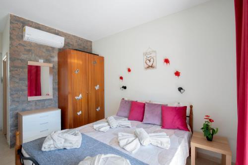 Łóżko lub łóżka w pokoju w obiekcie Stergio's Apartment