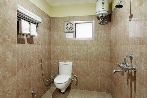 A bathroom at MAAN Hotel and Restaurant