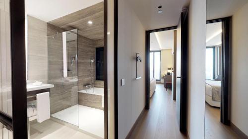 A bathroom at VP Plaza España Design