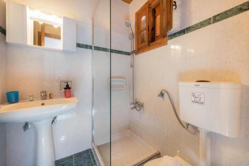Ein Badezimmer in der Unterkunft Pansion Mary