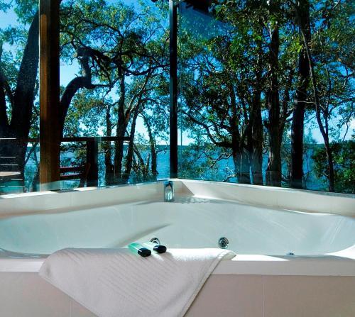 A bathroom at Eumarella Shores Noosa Lake Retreat