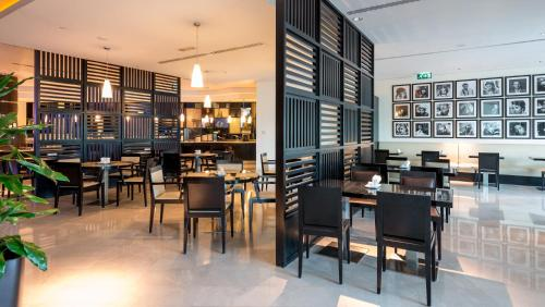 A restaurant or other place to eat at Holiday Inn Express Dubai Airport, an IHG Hotel