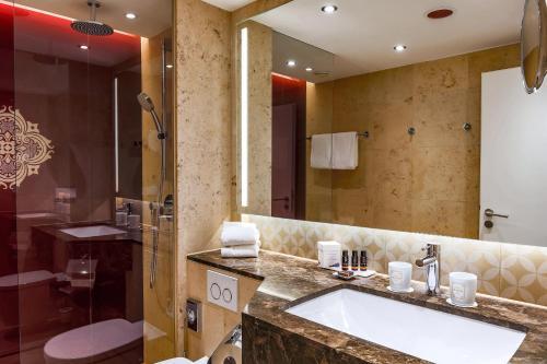 A bathroom at Hotel Halm Konstanz